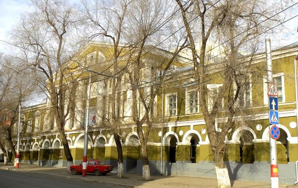 Первый каменный особняк, принадлежавший Ф.Катеневу на ул. Челюскинцев, Саратов