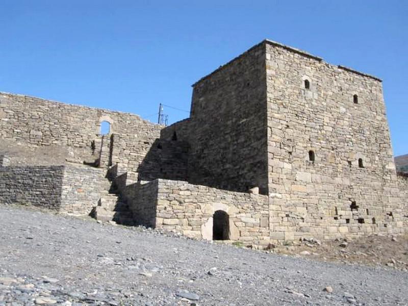Средневековый замок Пхакоч, Грозный