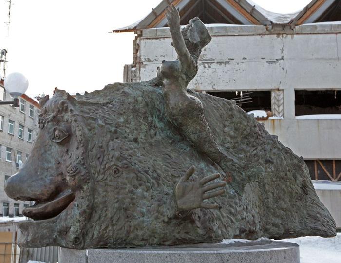 Памятник улыбке, Сургут