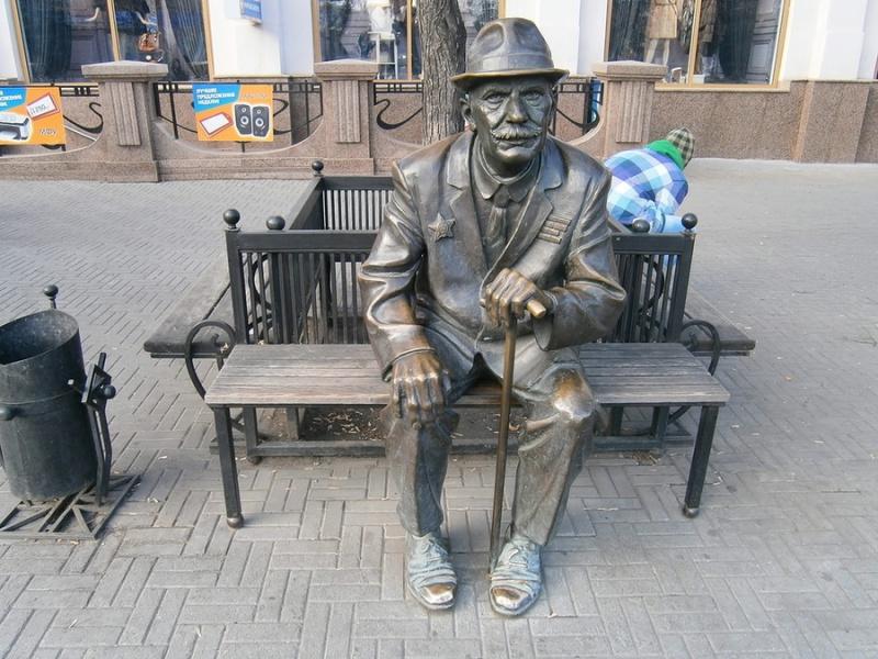 Памятник Пенсионеру, Челябинск