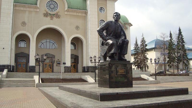 Памятник народному башкирскому поэту М.Гафури, Уфа