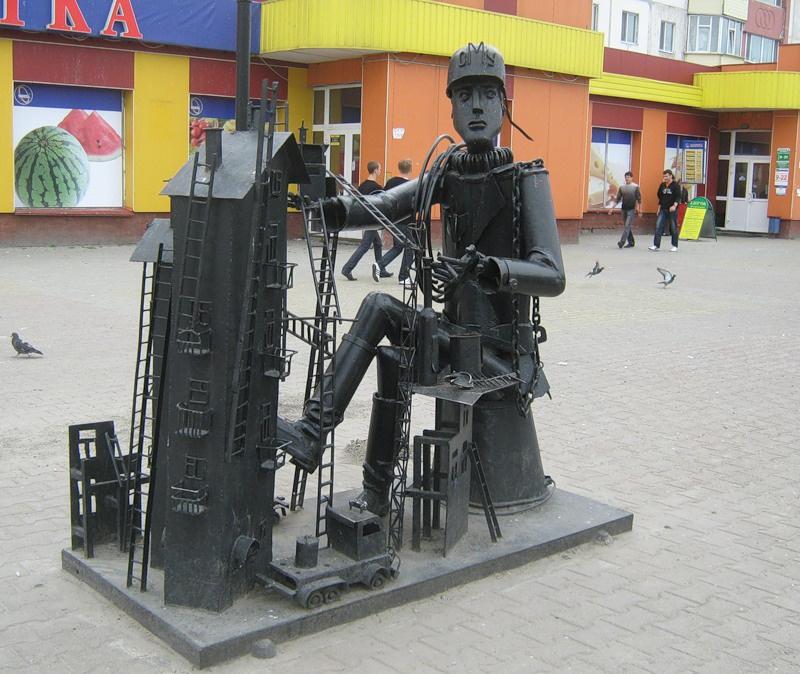Памятник строителю, Сургут