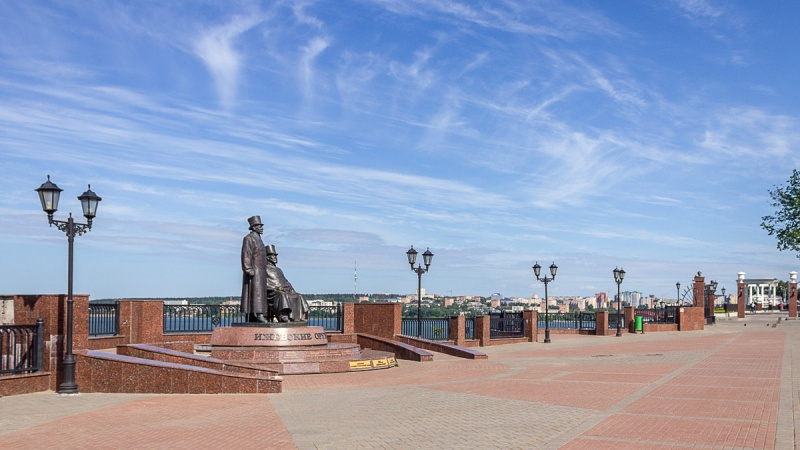 Площадь оружейников и Михайловская колонна, Ижевск