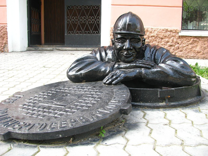 Памятник сантехнику, Екатеринбург
