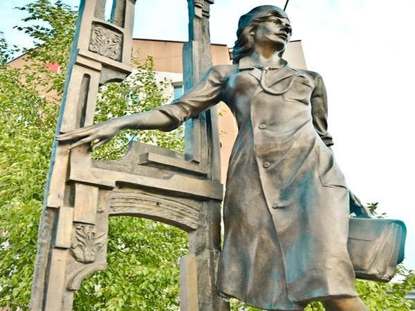 Памятник Медсестре, Сургут